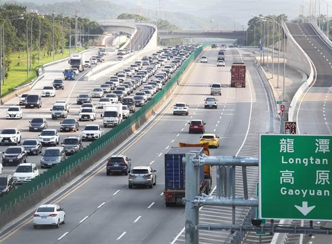 今國道北上路段易壅塞,高公局公布9大重點路段。(劉宗龍攝)