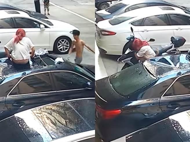 最後1名半裸男急忙衝上前攙扶,她才全身癱軟倒在對方身上、無法站直;影片曝光後網友們嚇傻喊「脊椎應該不妙,斷了」。(翻攝自臉書社團「台灣新聞記者聯盟資訊平台」)