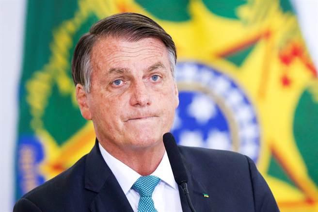 紐約要求民眾在餐廳內用時必須出示疫苗接種證明,目前在紐約的巴西總統(Jair Bolsonaro)因為沒打疫苗,只能在路邊吃披薩。(資料照/路透社)