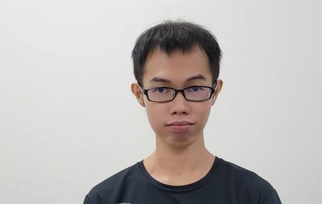 網紅鄧佳華被法拉利姐爆料脫單了。(圖/FB@鄧佳華)
