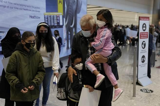 美國白宮宣布11月將實施旅遊新規,對於家有孩童的旅客來說,需要考量之處更多。(圖/美聯社)