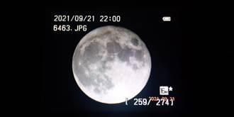 正宗滿月攀上台北101塔尖 網友瘋傳美照洗板中秋
