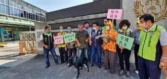 不滿遭董智森影射「畜生」民進黨彰化黨部帶「狗」闖地檢提告