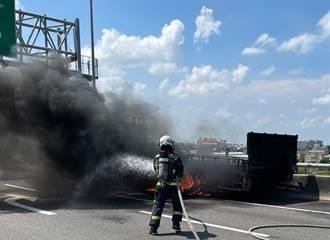 濃煙直竄!國3彰化系統大貨車起火狂燒  駕駛秒跳車