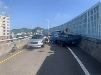 8旬翁一路逆向開上基隆西岸高架橋 與小貨車對撞