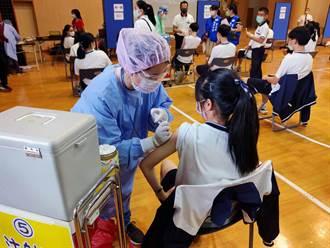 南市慈濟高中、關廟國中率先接種BNT 8人打完不適、3人送醫