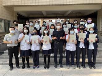 優遊台中學 大甲高中獲頒最多「十八達人」證書