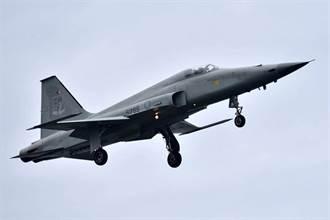 傳F-5戰機迫降 空軍:訓練任務狀況正常