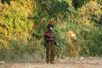 緬甸軍方與民兵衝突不斷 臨近印度邊城數千人出逃