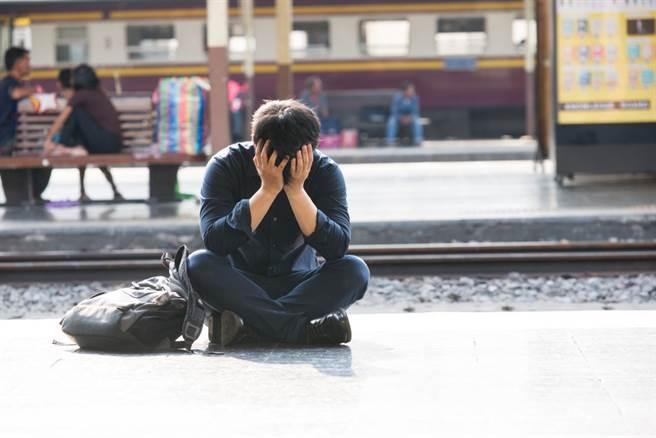 台大妹嫌中興男友丟臉,進而提出分手,引起討論,不少網友認為,這是「幕強擇偶」,很正常。(圖/Shutterstock)