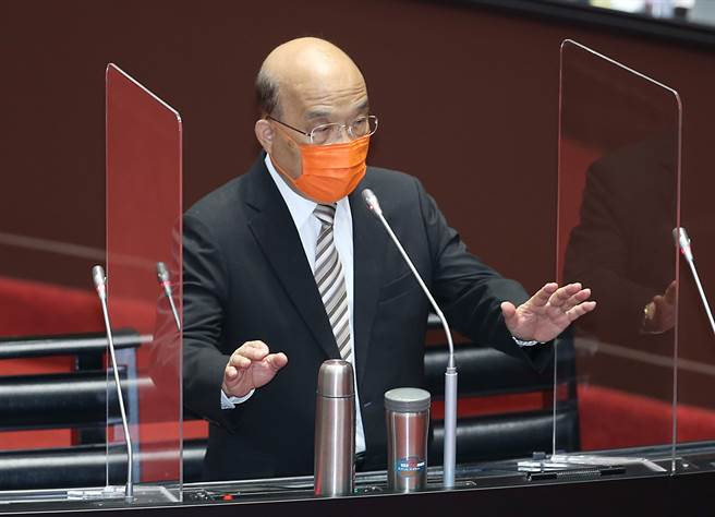行政院長蘇貞昌22日前往立法院專案報告新冠疫苗接種、整備、受害救濟等相關事宜。(姚志平攝)