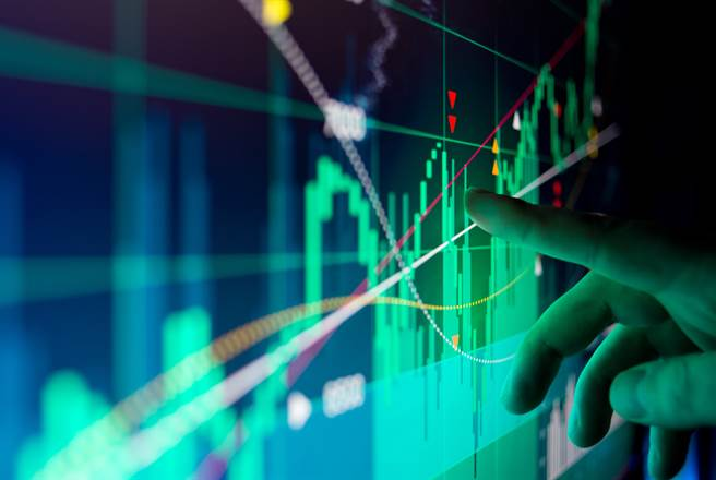 台股今(22日)下殺350點,三大法人合計賣超426.81億元,其中,外資即大砍354.95億元。(示意圖/達志影像)