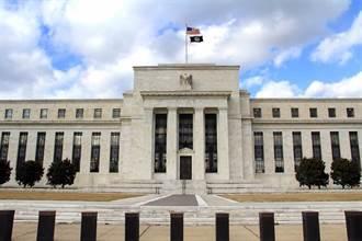 美聯準會維持近零利率 暗示可能最快明年升息