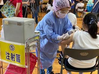 台南昨1372名學生開打BNT疫苗 今510人請假