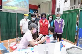 彰化學子開打BNT 學生施打後下意識做一動作 醫護急阻止