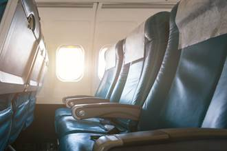 飛機3人座中間扶手誰可用?前空服員揭密:這是常識