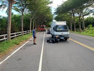 老翁騎機車遭小貨車攔腰撞上 當場倒地失去呼吸心跳