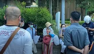 台大醫院站旁發「輝瑞可能是毒針」傳單 北市警獲報制止