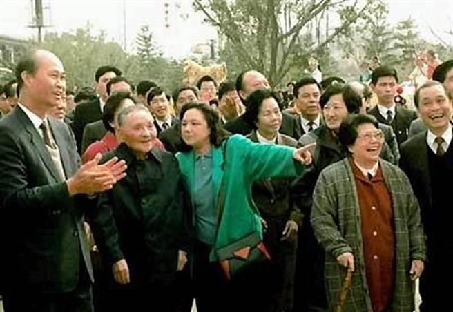 1992年,鄧小平南巡講話,首提共同富裕。(人民網)