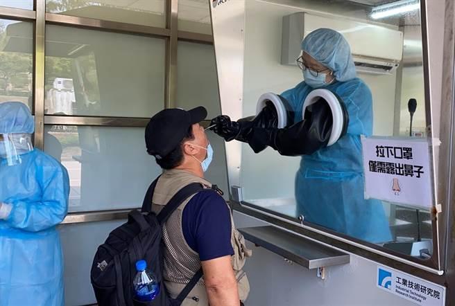 國內疫情逐漸緩和,金門縣府預計自10/1起放寬機場到境快篩條件。(金門縣府觀光處提供)