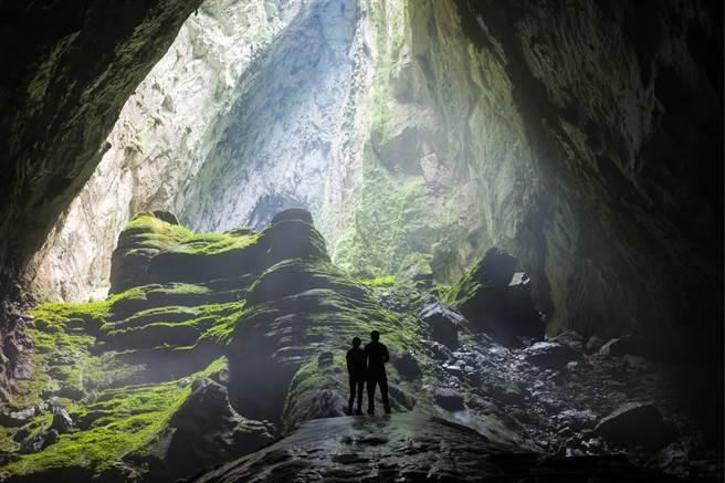 大陸湖北襄陽市近日發現神秘洞窟,洞內不只有鐘乳石,景觀極美,氣溫也非常宜人。(示意圖/達志影像)