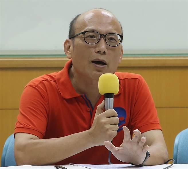 嘉義大學應用歷史系教授吳昆財(本報資料照片)