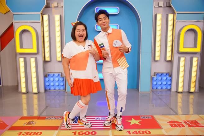 郭彥均(右)和鍾欣凌合作主持東森幼幼台《超級總動員》多年,默契十足。(摘自臉書)