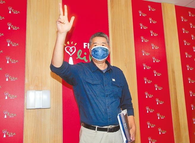 國民黨主席候選人張亞中承諾,若當選國民黨主席,會與中國共產黨進行兩岸和平備忘錄的對話協商,並表示「兩岸和平協定搞定以後,台灣就有國際空間」。輿論質疑其論述近乎「兩國論」,幾可斷定無法通過檢驗。(粘耿豪攝)