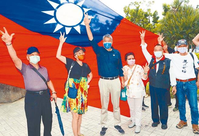 國民黨主席候選人張亞中強調,兩岸的和平,時間不在我們這邊。台灣如果在蔡英文執政集團的「窮台」失能施政之下,很快就消耗殆盡了,當大陸可以不費吹灰之力輕取台灣時,我們一點談判的籌碼都沒有,只能任人予取予求。(本報系資料照片)