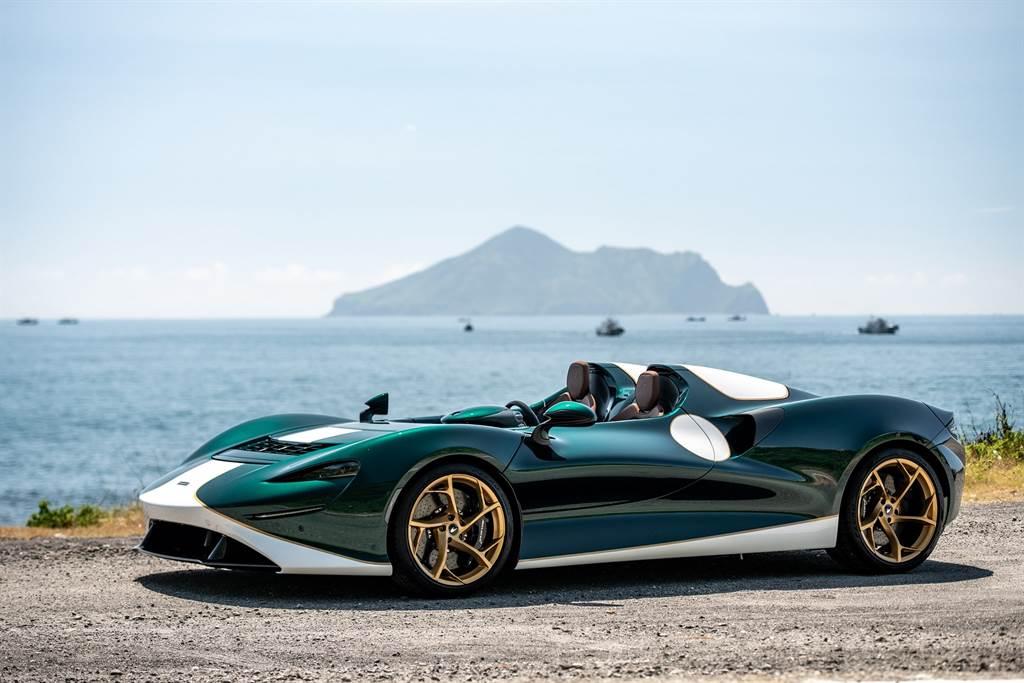 另一輛無前擋版本的Elva以英式復古賽車塗裝為靈感,車身外觀採用MSO Bespoke客製化專屬車色Arbour Green。(圖/McLaren提供)