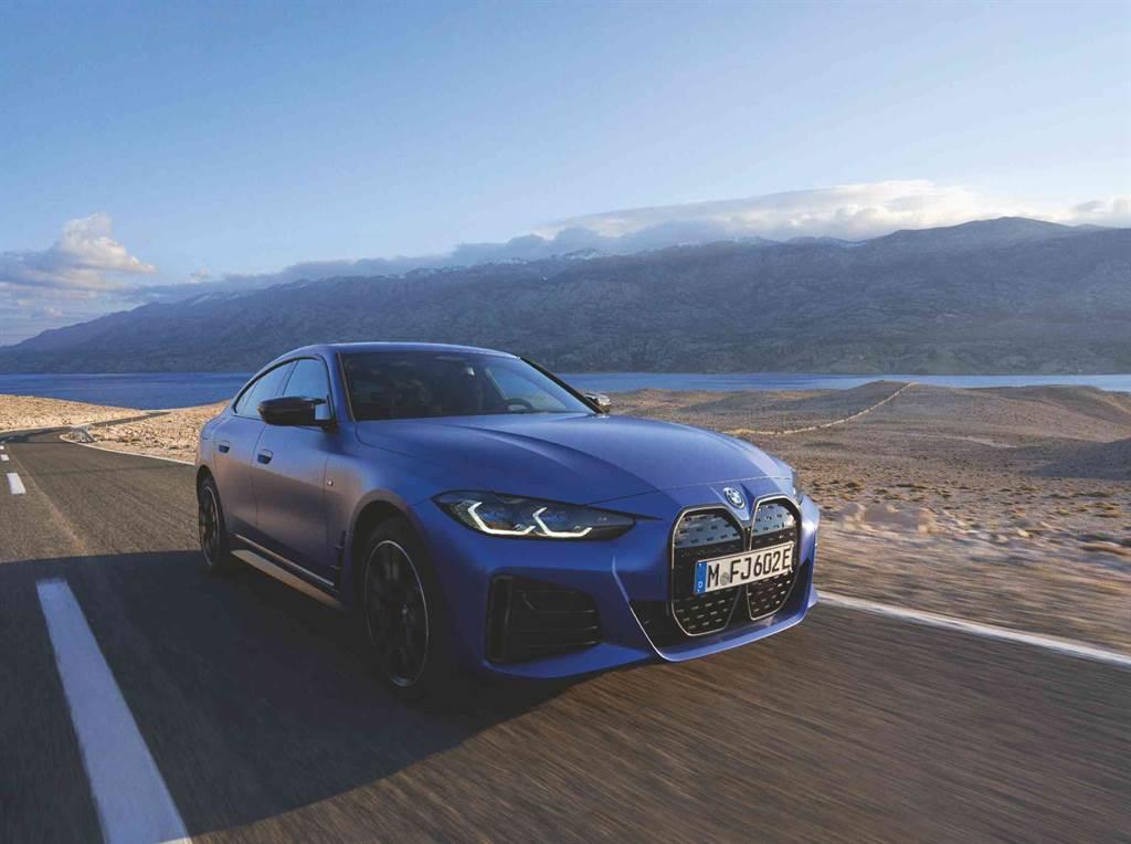 BMW為全新BMW i4採用全新第五代eDrive科技,採用電動馬達、動力控制模組與變速系統整合而成的單體結構,擁有驚人的544匹最大馬力,0到100公里加速只要3.9秒,最高續航里程達到510km。(圖/BMW提供)