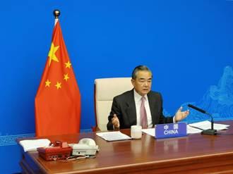 王毅敦促G20停止對塔利班統治的阿富汗進行單邊制裁