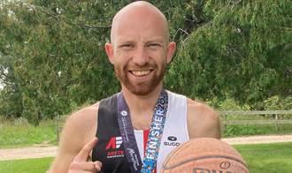 馬拉松》一般跑步不稀奇 他邊「運球」破金氏世界紀錄