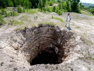 百萬年「地獄之井」沒人敢靠近 探險隊攻底曝神秘景象
