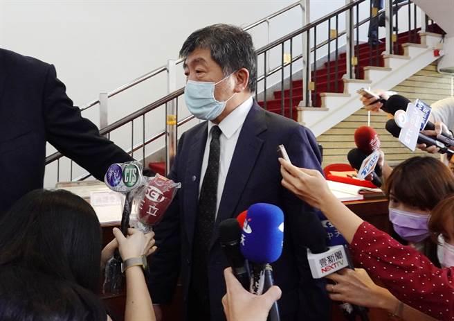 衛福部長陳時中24日前往立法院備詢時閃避媒體追問,僅表示「3+11」與8百條人命什麼關係?(姚志平攝)
