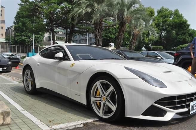 法拉利F12 Berlinetta新車價1761萬元,行政執行署變價最低起標價僅646萬。(行政執行署提供/林欣儀台中傳真)