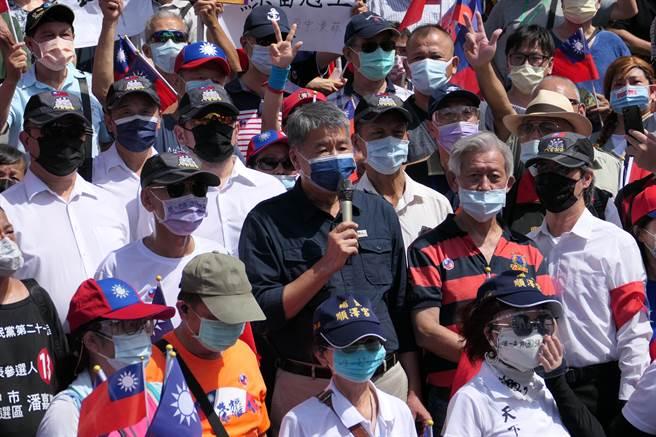張亞中選前在國父紀念館參加支持者自辦的選前造勢。(趙婉淳攝)