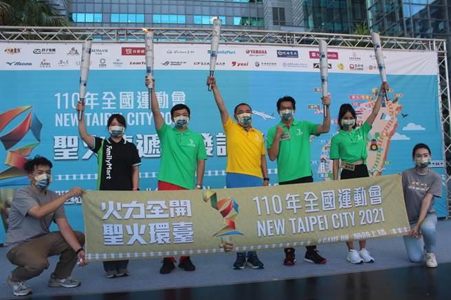 新北市長侯友宜(中)說,新北主辦全運會,希望是一場人人可以參與的運動盛會。(陳慰慈攝)