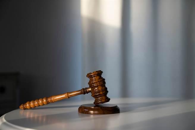 這起重創司法形象的男法官偷拍女法官事件。(達志影像/shutterstock提供)