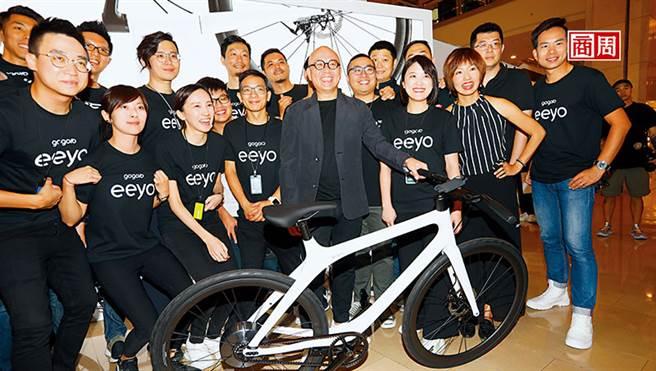 陸學森(中)去年宣布Smartwheel的事業,加上海外市場擴展,須積極上市尋求成長所需資金。(攝影者.楊文財)