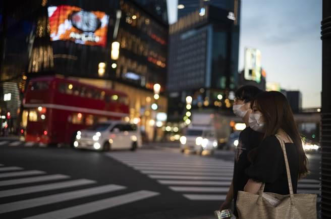 東京都、大阪府等19地正因COVID-19(2019冠狀病毒疾病)疫情實施緊急事態宣言,預計9月30日到期。(圖/美聯社)