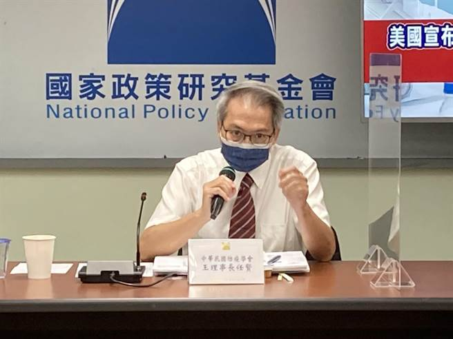 中華民國防疫學會理事長王任賢認為,台灣防疫缺了「尊重疫苗」。(國家政策基金會提供/陳祐誠傳真)