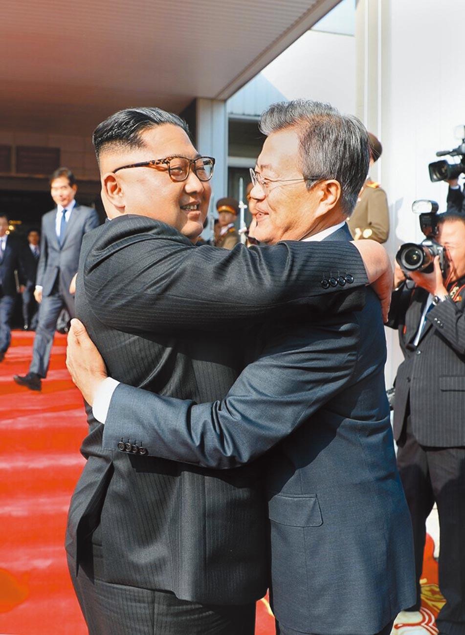 南韓總統文在寅日前提議宣布朝鮮半島戰爭狀態結束。朝鮮領導人金正恩胞妹、勞動黨副部長金與正表示,只要韓方不敵對朝方,朝方就有意討論恢復韓朝關係的方案,並為宣布終戰開出3項先決條件。(新華社)