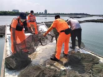 9至10月禁漁 台南農業局鹽水溪巡查扣留蜈蚣網漁具一批