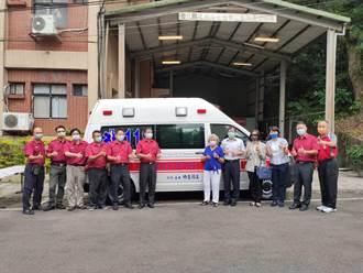 王簡玉卿捐贈高頂救護車 回饋社會造福鄉里