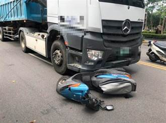 北市死亡車禍!7旬婦騎車與砂石車擦撞 遭捲入車底慘死