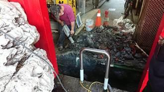 大甲施工挖斷管線 瓦斯外洩緊鄰鎮瀾宮