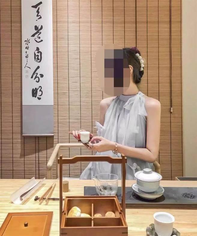 佛媛是指女性網路紅人以佛教的服飾、裝扮、場景等相關元素包裝,再以網路銷售或與商品置入的方式進行商業行銷活動。(圖/網路)