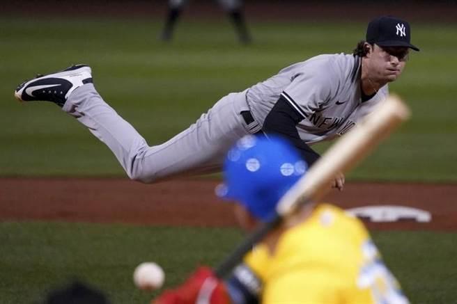 洋基投手寇爾在25日先發戰勝紅襪隊。(美聯社)