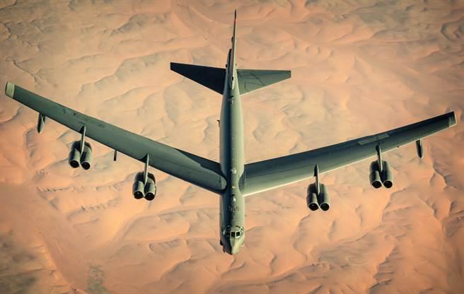 B-52準備換裝勞斯萊斯F130發動機,繼續飛向2050年代。(圖/美國空軍)